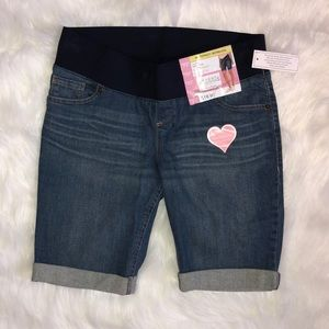Pants - Maternity Bermuda Shorts Size 4-6 Small NWT